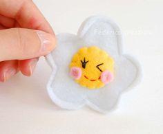 spilla uovo feltro,bambina,regalo,donna,accessori di federica creazioni su DaWanda.com