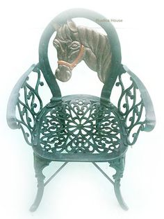 Rustica House Horse garden chairs are handmade of cast aluminum. This production technique makes our balcony furniture strong and rigid. #myRustica
