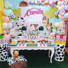 Farm Animal Birthday, Cowgirl Birthday, Farm Birthday, Cow Birthday Parties, Baby Girl First Birthday, Birthday Party Decorations, Farm Party, First Birthdays, Ideas