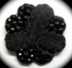 ANTIQUE BUTTON ~ BEAUTIFUL VICTORIAN ERA BLACK GLASS MOURNING