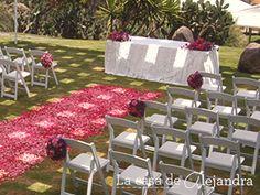 #MartesdeBodas - Bodas campestres -  Ceremonia con sillas decoradas con flores y paisaje campestre