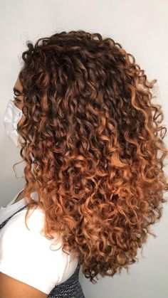 Curly Balayage Hair, Blonde Highlights Curly Hair, Dyed Curly Hair, Balayage Blond, Dyed Natural Hair, Colored Curly Hair, Curly Hair Tips, Long Curly Hair, Curly Hair Styles