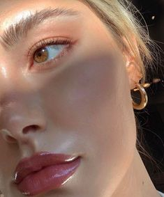 Minimal glowing dewy healthy skin makeup inspo for work from home day. Glowy Makeup, Cute Makeup, Pretty Makeup, Cheap Makeup, Easy Makeup, Makeup Goals, Makeup Inspo, Makeup Inspiration, Makeup Ideas