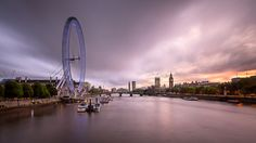 River Thames Westminster Palace and London Skyline in the Evening United Kingdom [OC] [2048x1152]