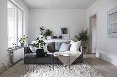 Galet fin lägenhet via Fantasticfrank.se . Vart ska jag börja?! Älskar hela konceptet med det skandinaviska som möter en uns av det lite ruffiga, utan att bli