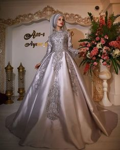 2018 Tafta Tesettur Nisanlik Modelleri 9 Turkish Wedding Dress, Muslim Wedding Gown, Muslimah Wedding Dress, Nikkah Dress, Kebaya Dress, Wedding Gowns, Evening Dresses, Formal Dresses, White Gowns