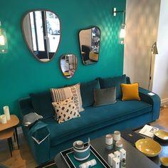 rue du bac sarah lavoine canape bleu canard peinture ressource @clematc salon bleu canard et détail jaune moutarde coussin canapé bleu pétrole en velour miroir sarah lavoine