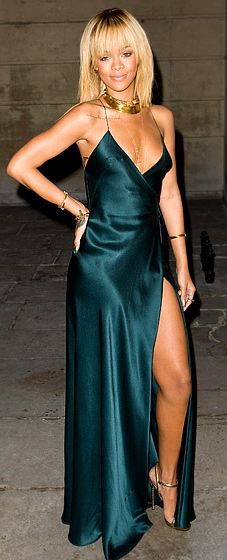 Rihanna in a Giorgio Armani gown at the Stella McCartney Presentation at London Fashion Week F/W 12 Source by WhoWhatWear Dresses Style Rihanna, Rihanna Mode, Rihanna Looks, Rihanna Fenty, Rihanna Fashion, Rihanna Dress, London Fashion Weeks, Rihanna Red Carpet, Stella Mccartney