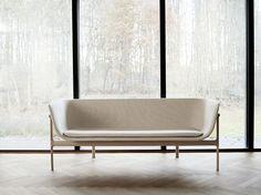 """""""Modernism reimagined"""" dá nome a esta linha de #móveis lançada durante a Maison&Objet Paris 2017. Desenvolvidas pela dinamarquesa Menu, as peças fazem referência ao #minimalismo das formas, moldadas pela simplicidade e #funcionalidade, tão caros à #arquitetura e ao #design dos modernistas. A coleção inclui o sofá Tailor, do português Rui Alves. #RuiAlves #furniture #modernismo #decoracao"""