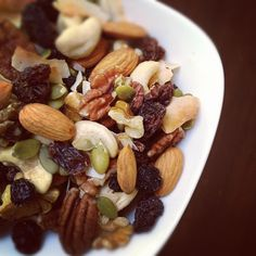Don& fear fat, fat is your friend! Paleo snacking can be tough, but with this delicious and easy trail mix, you& never be hungry again! Paleo Trail Mix, Trail Mix Recipes, Vegan Snacks, Healthy Treats, Paleo Sweets, Trail Mix Ingredients, Homemade Trail Mix, Paleo Breakfast, Clean Eating Snacks
