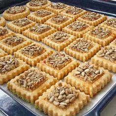 Görüntünün olası içeriği: yiyecek Apple Pie, Tart, Waffles, Food And Drink, Breakfast, Desserts, Recipes, Instagram, Baby Shower