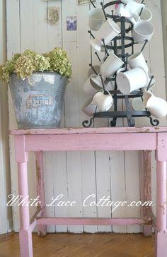 DIY Shabby Chippy table and bucket whith hydrangeas!