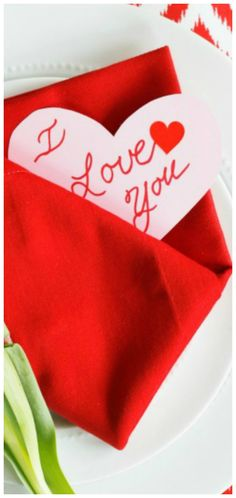 Surprise your loved ones at the table on Valentine's Day. This easy Valentine Envelope Napkin Fold Tutorial (with video) is meaningful, fun and fabulous! Valentines Day Hearts, Be My Valentine, Valentine Party, Valentine Ideas, Diy Craft Projects, Diy Crafts, Napkin Folding, Love Heart, Holiday Parties