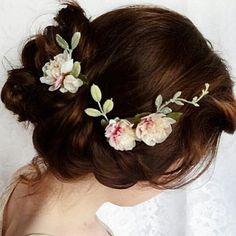 Delicate flowers. | MySweetEngagement.com