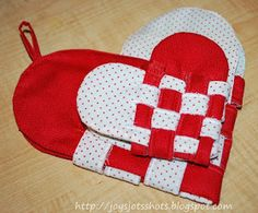 For some reason this idea popped into my head as I went to bed a few nights ago.  Have you ever made a woven paper heart pocket?...