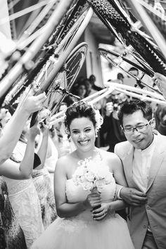 Casamento - Saída dos noivos - Bicicleta - Ciclista - Túnel - Bike - Raoní Aguiar Fotografia