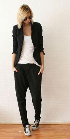 กางเกง Harem สีดำ Zara, เสื้อยืดสีขาว, เสื้อสูทสีดำ Zara