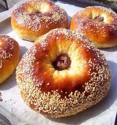 """Δεν νομίζω να έχετε φάει ωραιότερα νηστίσιμα ΕΛΑΙΟΨΩΜΑ        Η Συνταγή είναι της κ.Tzeni Tsanaktsidou– """" ΑΓΑΠΑΜΕ ΜΑΓΕΙΡΙΚΗ!!!!! ΑΓΑΠΑΜΕ ΖΑΧΑΡΟΠΛΑΣΤΙΚΗ!!!!!!"""".    ΥΛΙΚΑ – ΕΚΤΕΛΕΣΗ:  Βαζουμε σε ενα μπολ 1 φακελακι μαγια ξερη,1 κουταλια της σουπας.ζαχαρη,1 κουταλια.της.σουπας αλευρι,μισο ποτηρι χλιαρο νερο Vegan Vegetarian, Vegetarian Recipes, Healthy Recipes, Middle Eastern Recipes, Bagel, Food To Make, Food And Drink, Favorite Recipes, Snacks"""