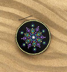 Mandala coaster! #amanomandalas #mandalas #handmademandalas #diy #dotillism #puntillismo #mandaladot #circlecanvas #mandalacanvas #homedecor #giftideas #etsy #etsyshop