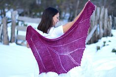 This shawl was initially designed for a Sundara Yarn Club called The Petals Collection. When I was asked to design for it, all I could think of was a garden blooming, slowly opening to life… Like the wings of a butterfly.