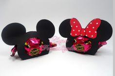 Lindos Porta bombons Mickey e Minnie!    ** NÃO ACOMPANHA BOMBOM!    Perfeitos para decorar a sua mesa ou presentear seus convidados!    Um mimo para sua festa Minnie Mouse 1st Birthday, Mickey Minnie Mouse, 2nd Birthday, Birthday Parties, Khloe Baby, Mickey Decorations, Fiesta Baby Shower, Disney Diy, Mouse Parties