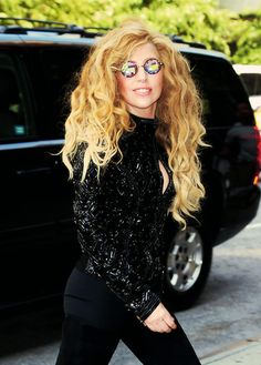 ℒᎧᏤᏋ Lady Gaga's 'h0les pixel' iridescent finish shades!!!! ღღ