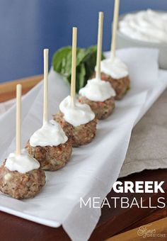 Meatball Easy Greek Meatball recipe, your guests will love them, but shhh don't tell them they are healthy!Easy Greek Meatball recipe, your guests will love them, but shhh don't tell them they are healthy! Greek Appetizers, Appetizer Recipes, Healthy Appetizers, Party Appetizers, Party Food List, Greek Dinners, Greek Meatballs, Gluten Free Puff Pastry, Snacks Sains
