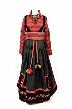 Komplett beltestakk, med skjorte, skreddersydd til din figur, fra 30.900,-. Sølv kommer i tillegg. Prisen kan variere, avhengig av hvilke detaljer som velges. Derfor anbefaler vi at du kommer innom en av våre butikker, for å finne ut hvordan du ønsker at din beltestakk skal settes sammen. Vi har utstillingsmodeller som kan justeres og ferdigstilles i løpet av kort tid. Ordinær leveringstid er 3... Folk Costume, Costumes, Folk Style, Folk Fashion, Traditional, Dresses, Outfits, Norway, Vestidos