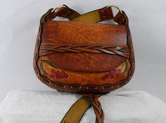 Fileteados Latigo cuero bandolera - teñidas a mano y mano-atado - latón hardware con correas trenzadas