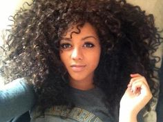 lol her head looks so tiny. This is totes my style though! My hair isn't as big but I love love love diva curls