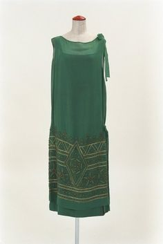 ca6a22bbbfbf Dress 1920s Bunka Gakuen Museum (OMG that dress!)