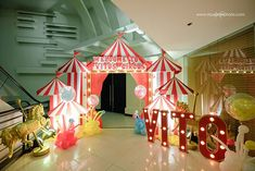 Vito's The Greatest Showman Themed Party – Entrance Circus Carnival Party, Circus Theme Party, Carnival Birthday Parties, Circus Birthday, Birthday Party Decorations, Circus Wedding, Carnival Booths, Vintage Circus Party, Vintage Carnival