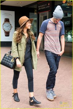 sarah hyland & matt prokop sydney stroll 03. hat, parka, black skinny jeans. Outfits in #Rock and #Casual #style