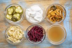 What are fermented foods and why are they good for us? Learn why foods like kimchi, sauerkraut & kefir are so beneficial. Kefir, Kimchi, Kombucha, Superfood, Prebiotic Foods, Prebiotics And Probiotics, Hypothyroidism Diet, Gout Diet, Pcos Diet