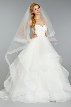 The subtle horsehair trim and length make this veil chic and timeless.