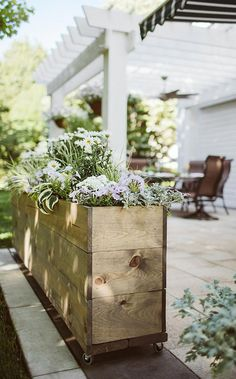 Organic Gardening Ideas Make the most of your outdoor space by creating this portable garden container on wheels! Garden Planters, Garden Beds, Garden Shrubs, Garden Privacy, Wood Planters, Balcony Garden, Shade Garden, Back Gardens, Outdoor Gardens
