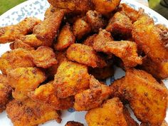Great recipe for Louisiana Rub Chicken. My favorite place serves this type of boneless wing. This taste just like theirs. Dry Rub Chicken Wings, Cooking Chicken Wings, Fried Chicken Wings, Chicken Wing Recipes, Chicken Wing Sauces, Cajun Fried Chicken, Chipotle Chicken, Cooked Chicken, Chicken Dips