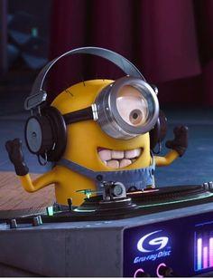Minion wish you a Rocking Weekend Minion Rock, Minion Art, Cute Minions, Yellow Guy, Minion Mayhem, Minion Pictures, Minions Images, Minions Despicable Me, Evil Minions