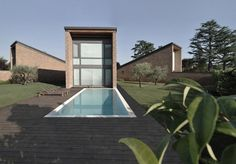 """romano adolini: three-family home in nepi Clever way to optically """"separate"""" the space"""