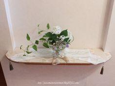 ニッチに細めのテーブルランナータッセルで、デコレーション。ガラス花器にも、ロープタッセルで飾り付け。***「Chez Mimosa シェ ミモザ」   ~Tassel&Fringe&Soft furnishingのある暮らし  ~   フランスやイタリアのタッセル・フリンジ・  ファブリック・小家具などのソフトファニッシングで  、暮らしを彩りましょう     http://passamaneriavermeer.blog80.fc2.com/