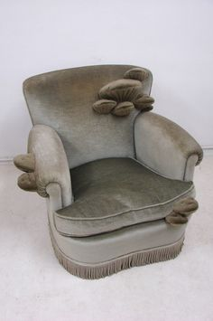 this is how my brain feels. like a comfy chair that has started to grow... fungi...