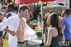 Hart of Dixie - Why Dont We Get Drunk? -- Pictured (L-R): Travis Van Winkle as Jonah and Rachel Bilson as Dr. Zoe Hart -- Image Number: HA218b_0878b.jpg Photo: Mike Yarish/The CW -- © 2013 The CW Network, LLC. All rights reserved.