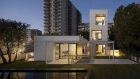 Villa bei Barcelona / Weißer Stein aus Capri - Architektur und Architekten - News / Meldungen / Nachrichten - BauNetz.de