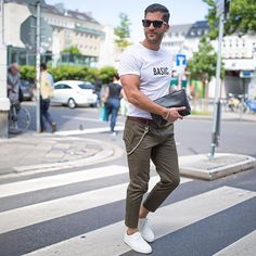 Basic summer look. Chino's are my favorite for the summer ______________ #kostawilliams #summerlook #TMM