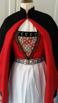 Renaissance Clothing, Water Lilies, Bergen, Traditional Dresses, Cute Designs, Norway, Sweden, Scandinavian, Jewelery
