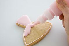 """How to """"flood"""" cookies     http://cakejournal.com/cake-lounge/cakejournals-july-favourites/"""