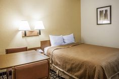Guest room with queen bed | Rodeway Inn | Albuquerque, NM