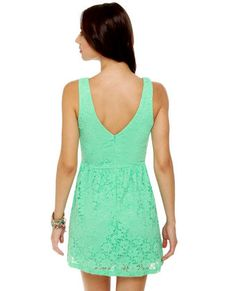 Omg Love this mint green dress I especially love the lace