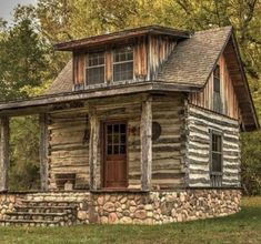 Best Free small Log Homes Thoughts Seeing that we start by getting to research log homes , the idea easily will become visible there's a great de. Small Log Cabin, Tiny Cabins, Little Cabin, Tiny House Cabin, Log Cabin Homes, Cabins And Cottages, Little Houses, Log Cabins, Cabin In The Woods