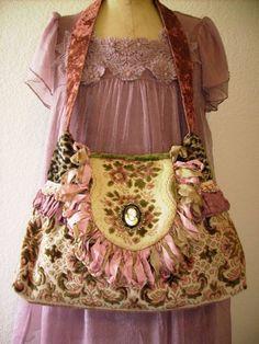 purses to Gwen 011